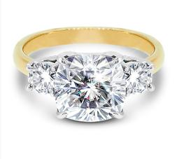2.5Ct Cushion&Round Cut Moissanite 3Stone Meghan Markle Enga