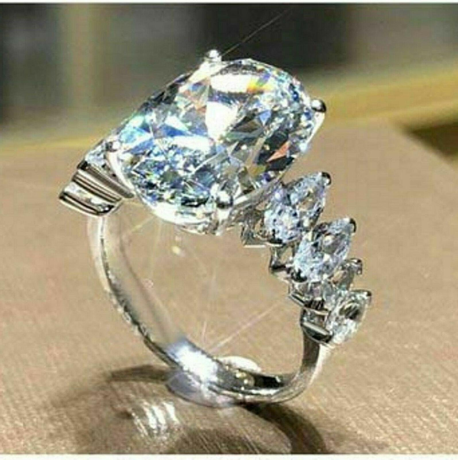 Solid white Gold 4.58 ct Oval cut